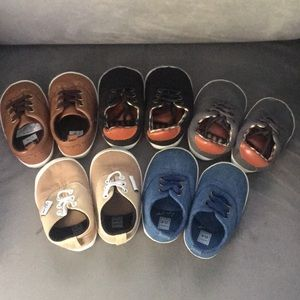 5 pair of 6-12M soft sole shoes
